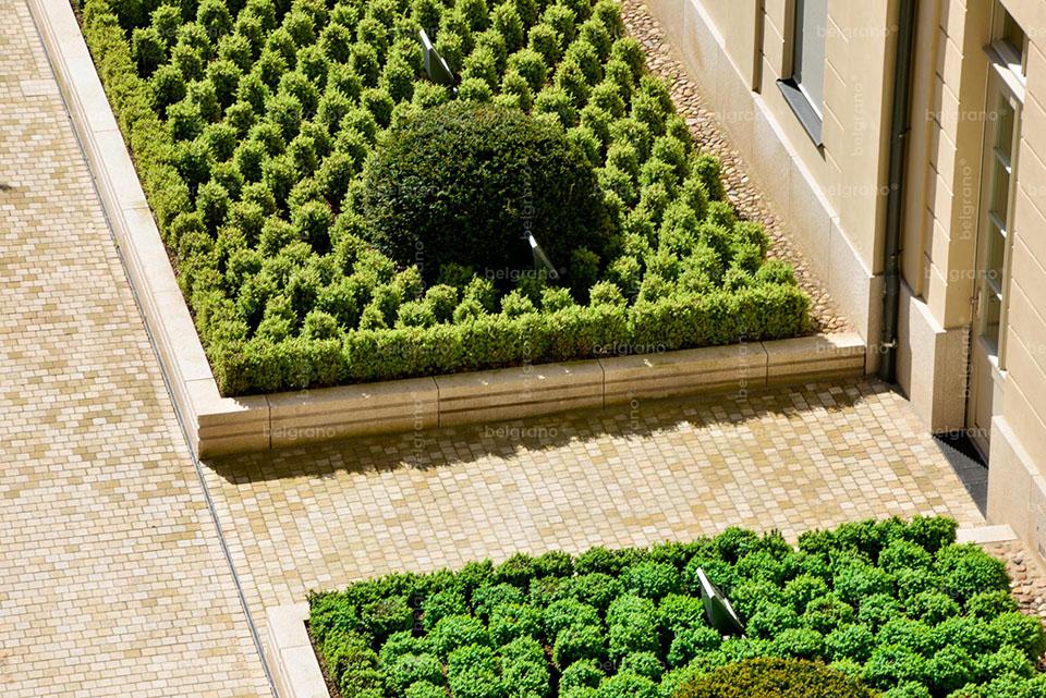 Barberini in Potsdam - mit belgrano® Naturstein Pflaster, Sockelelementen und Pflanzeinfassungen aus Granit