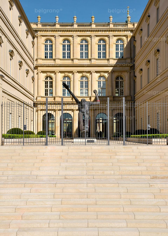 Museum Barberini in Potsdam - mit belgrano® Naturstein Blockstufen und Pflanzeinfassungen aus Granit