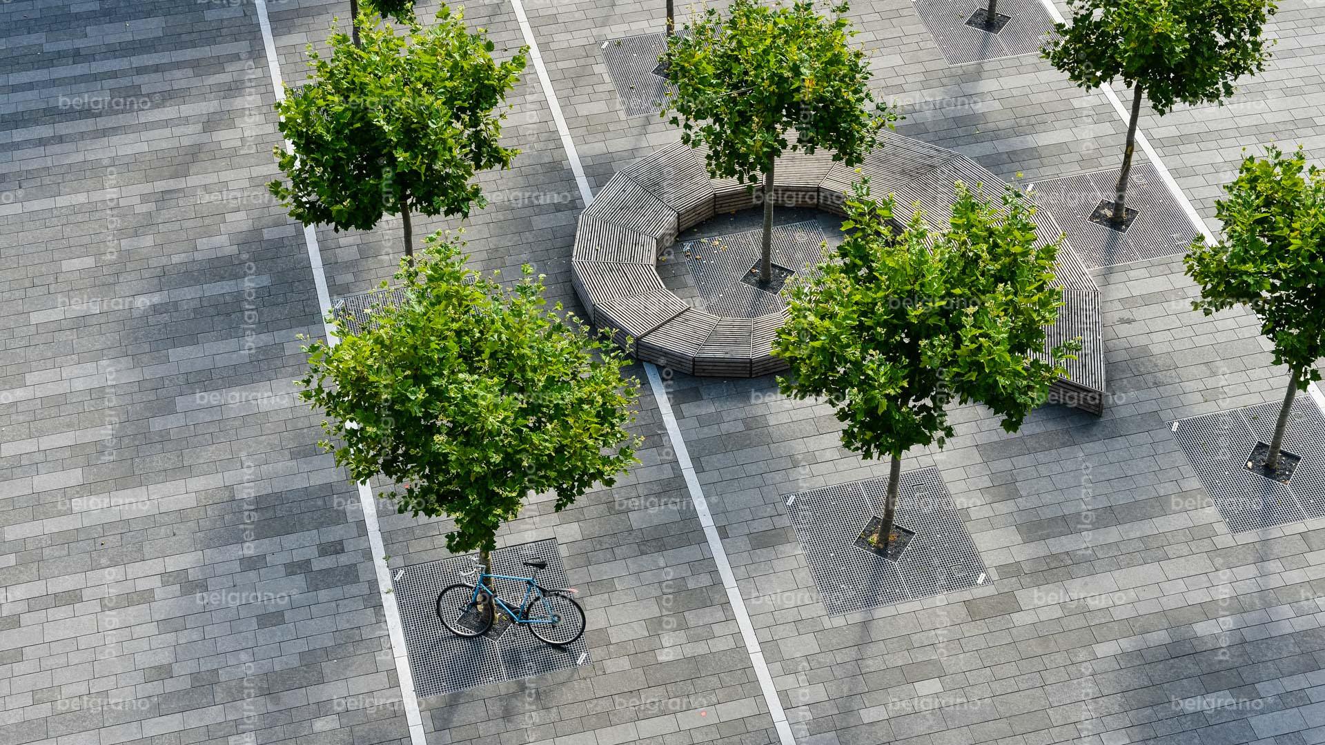 Aachen Templergraben Fußgängerzone- belgrano® Naturstein Pflasterplatten aus Basalt und Bodenplatten mit Intarsien aus Diorit