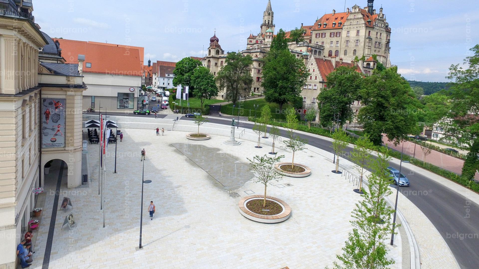Sigmaringen Karlsplatz Luftbildaufnahme - belgrano® Naturstein Blockstufen, Bodenplatten, Wasserspiel, Sitzelemente und Natursteinpflaster aus Granit