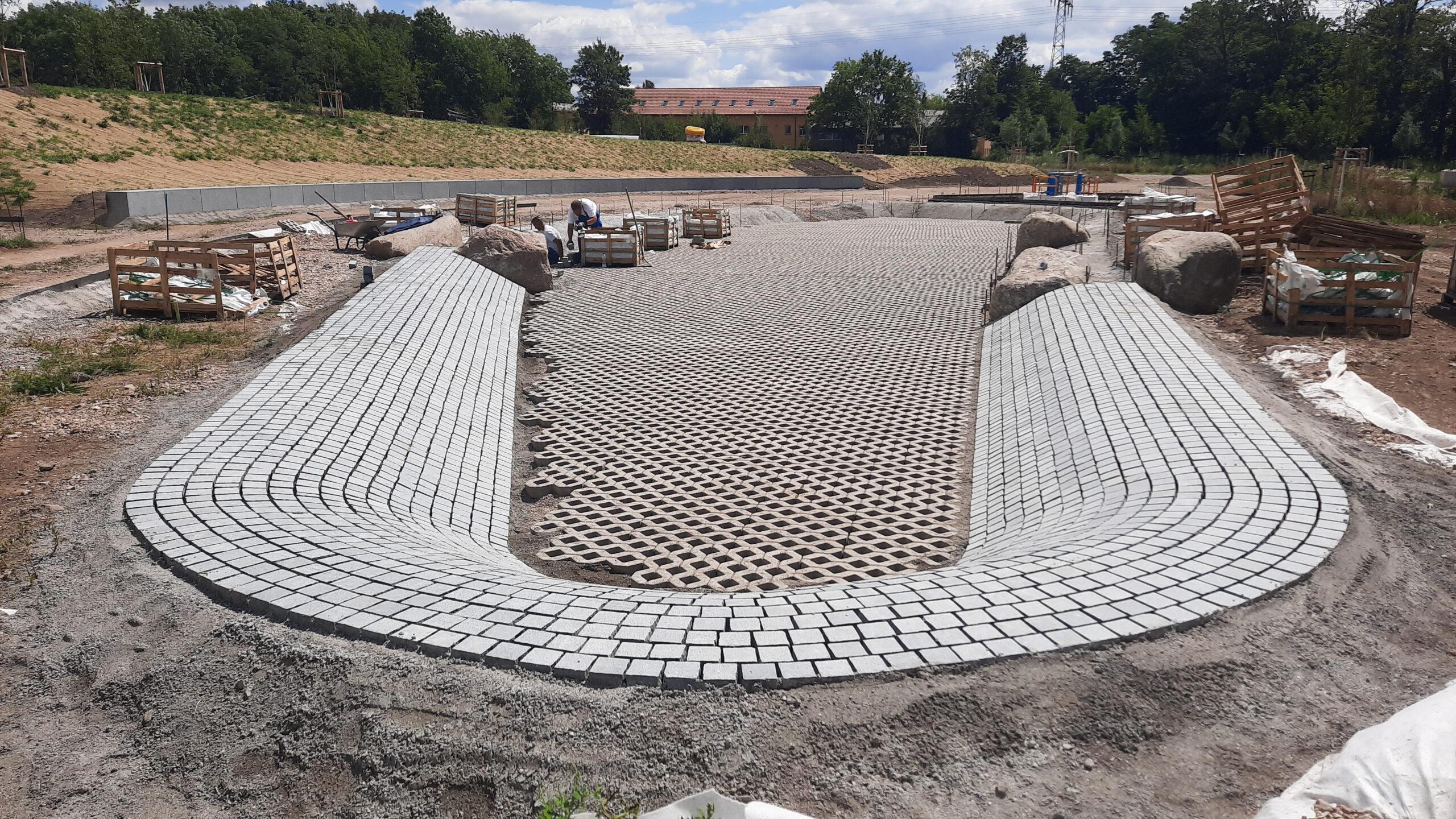 Baustelle BUGA Erfurt- das belgrano® Natursteinpflaster aus Granit wird verlegt